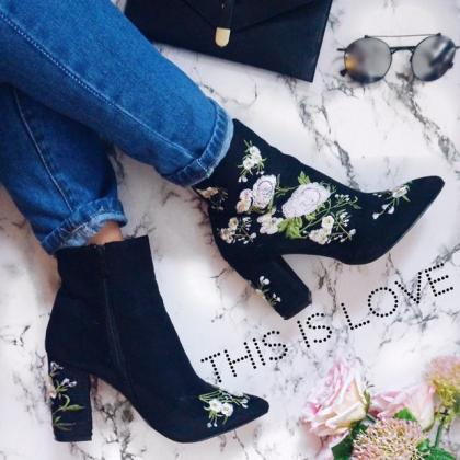 Floral Embroidered Black Suede Poin..