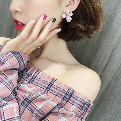 Gorgeous Flower Stud Earrings