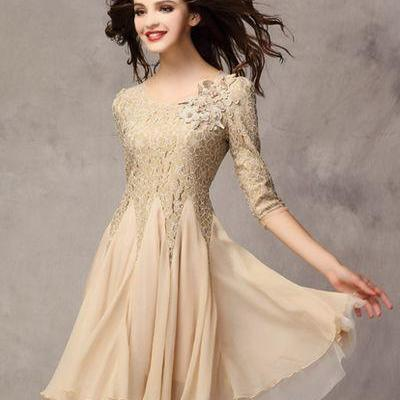 Elegant A Line Lace and Chiffon Dre..