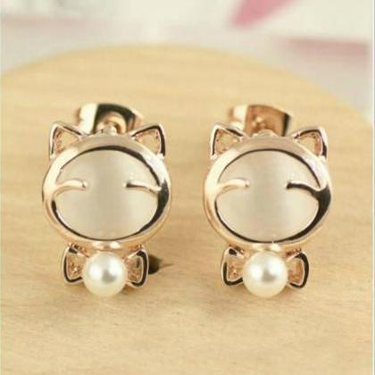 Kitty Cat and Pearl Earrings