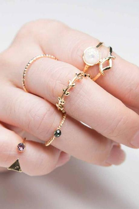 Gorgeous 5 Pieces Charmed Ring Set