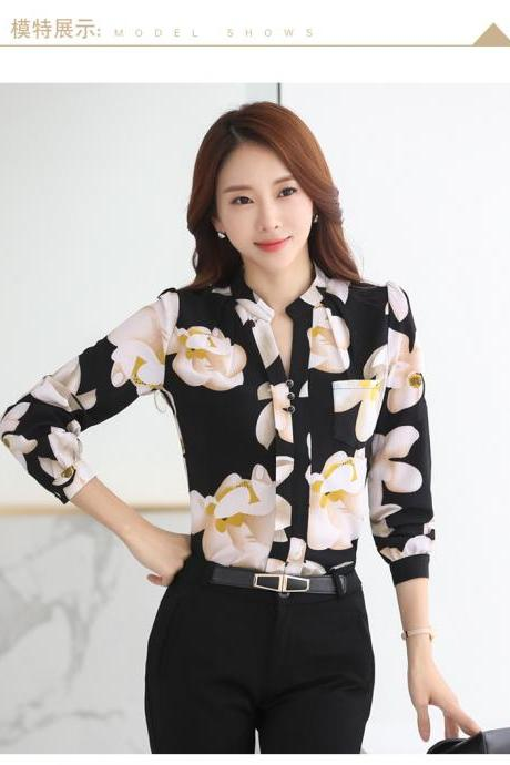 Chic Floral Print Chiffon Blouse in Black and White