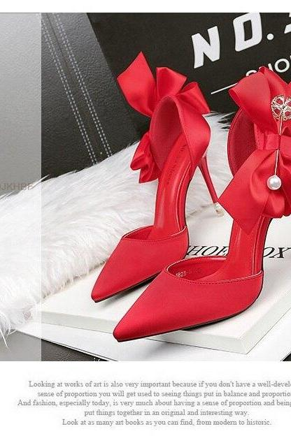 Bautiful Pointed Toe Shoes with Bow Detail
