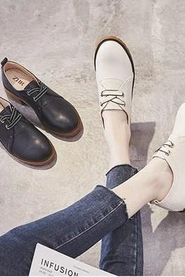 Stylish Lace up Oxford shoes in White and Black