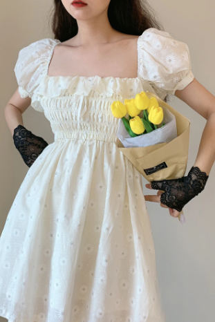 Beautiful Summer White Puff Sleeve Ruffled Dress