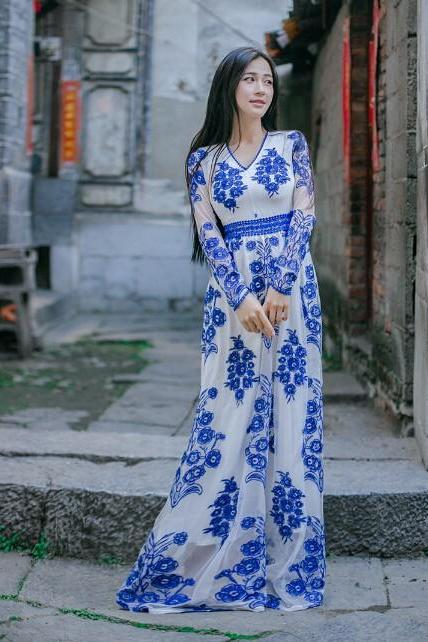 Elegant Deep V Collar Embroidery Blue and White Long Sleeve Dress