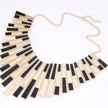 Elegant Vintage Black Necklace