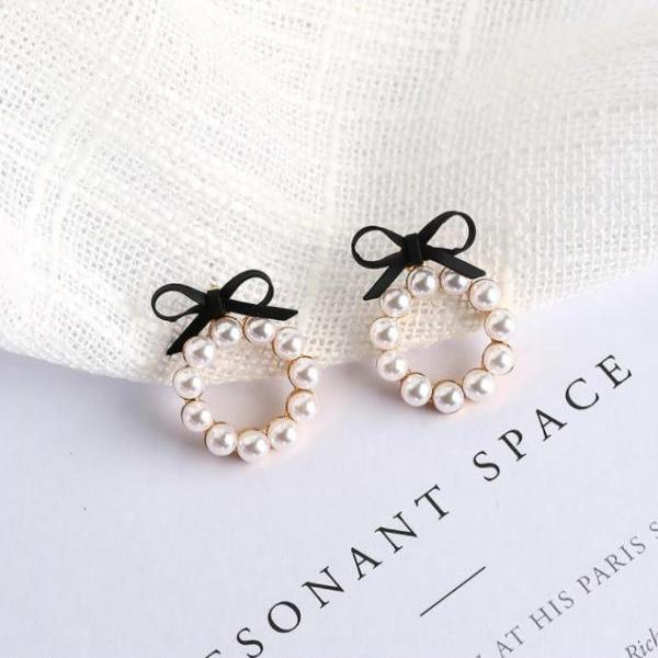 Classy Bow and Pearls Earrings