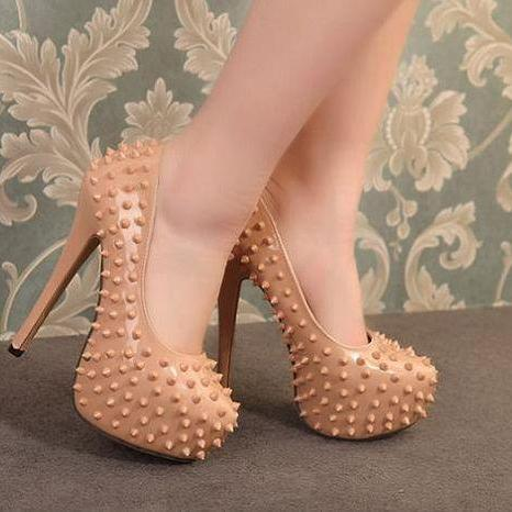 Rivets Design Nude High heel Pumps